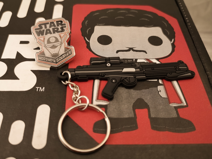 Star Wars Smugglers Bounty Enfys Nest Pin Phaser Keychain exclusive.jpg